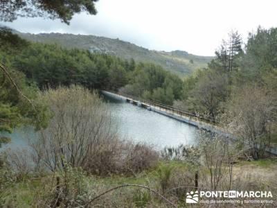 Nacimiento del río Manzanares desde La Barranca; senderismo dolomitas